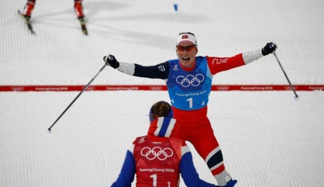 Norvēģijas slēpotājas triumfē stafetē; Bjergena iegūst septīto olimpisko zeltu