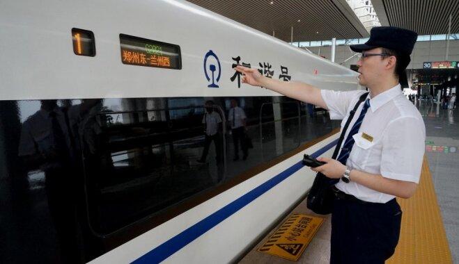 Ķīnā atklāts jaunais ātrvilciens 'sudraba lode'