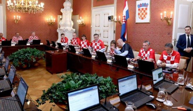 Horvātijas valdība uz sēdi sanāk futbola izlases kreklos