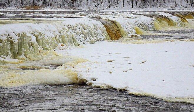 ФОТО. Водопад Вентас-Румба практически замерз