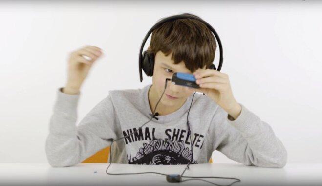 ВИДЕО: Как дети реагируют на старый телефон, ноутбук и другие гаджеты из нашего прошлого