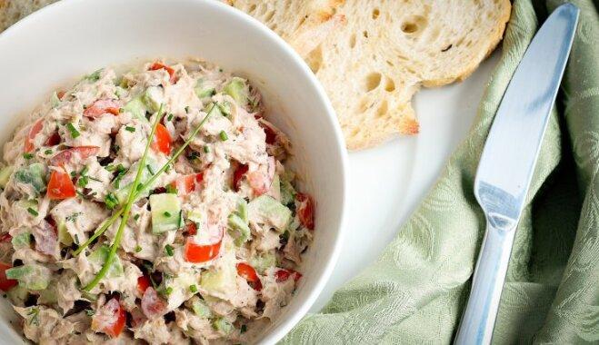 Sātīgie tunča salāti brokastīm