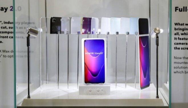 Samsung и Honor представили первые в мире смартфоны с отверстием в дисплее для камеры