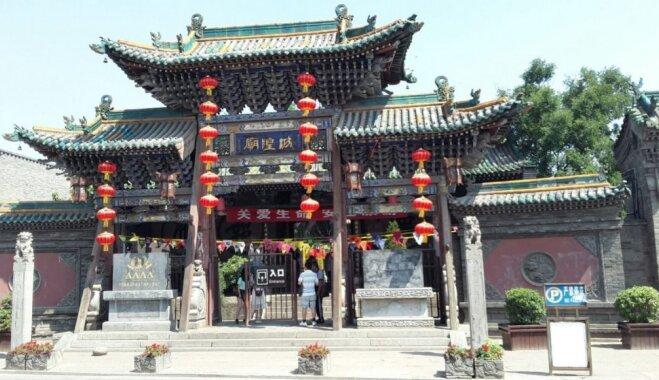 'Ugunsdzēsējs' jau Mongolijā: mūku šovs, kalnu pārsteigumi un 'gandrīz iesprūšana'