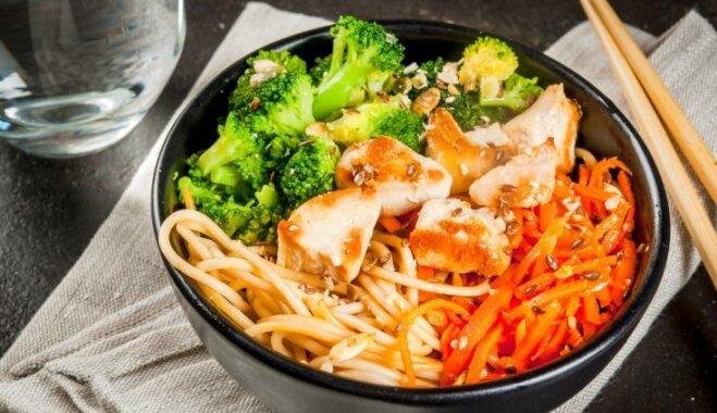 Burkānu salāti – veselīgi un figūrai draudzīgi: 12 receptes īpaši sulīgam gada sākumam
