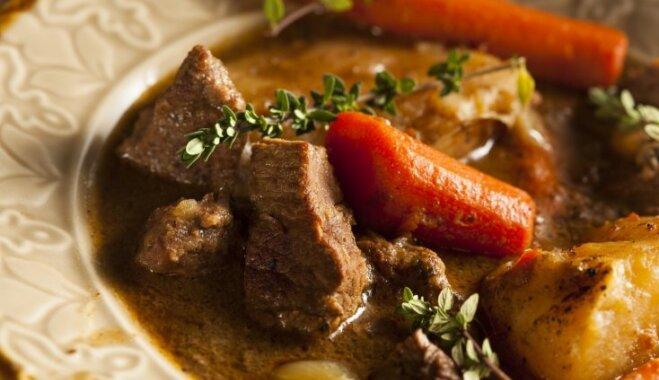 Liellopa gaļas un dārzeņu sautējums franču zemnieku gaumē