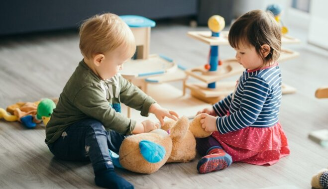 Rindas pašvaldības bērnudārzos: Rīgā tūkstoš bērnu, Ventspilī – neviena