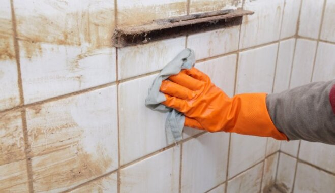 Pieci veidi, kā notīrīt flīzes bez ķīmiskiem līdzekļiem