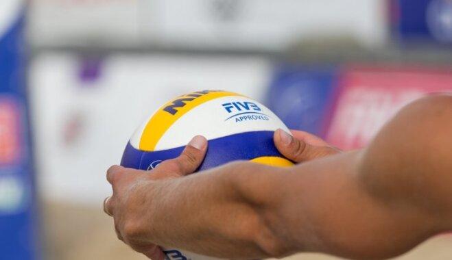 Skolēnus aicina pieteikties bezmaksas pludmales volejbola treniņiem vasaras sezonā