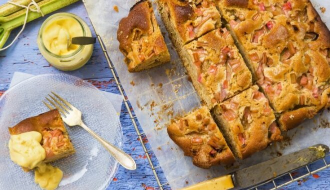 Открытый пирог с ревенем и имбирем