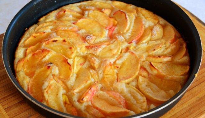 Kefīra - ābolu kūka ar mannu