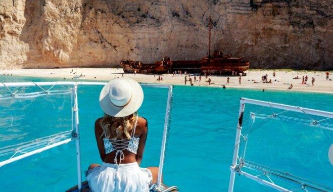 No iespaidīgiem viļņu šķēlējiem līdz skumjām atmiņām: pamesti kuģu vraki, kas vilina tūristus