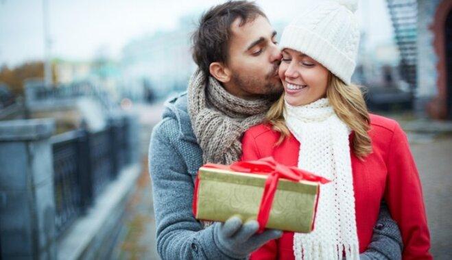 Ko dāvināt papīra, rožu, pērļu un citās kāzu gadadienās