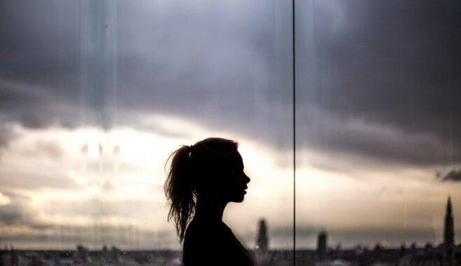 Специалист: почти каждая женщина в Латвии сталкивалась с сексуальными домогательствами