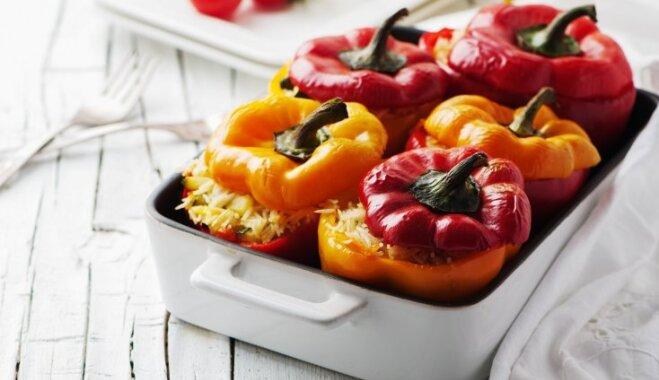 Sulīgi pildītie pipari: 10 satriecoši gardas receptes katrai gaumei