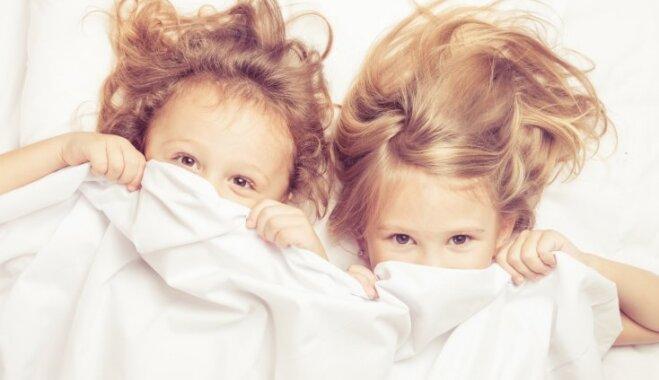 Bērnam problēmas ar iemigšanu: astoņi iespējamie traucēkļi un risinājumi to novēršanai