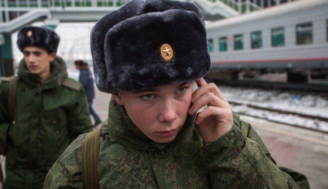 Русским военным поменяют мобильные телефоны накнопочные нокиа