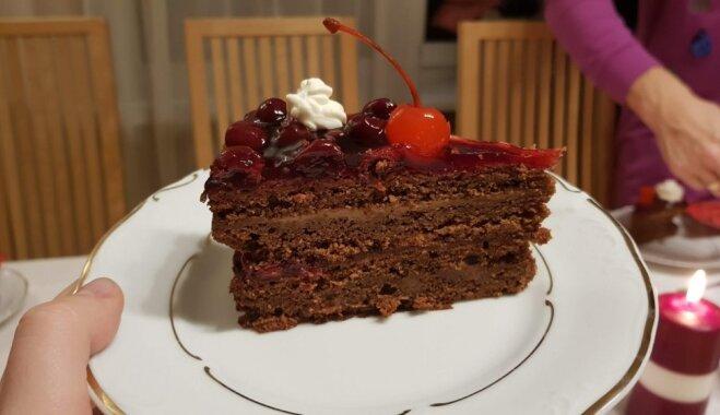 Королевский шоколадный торт с ромом и вишней