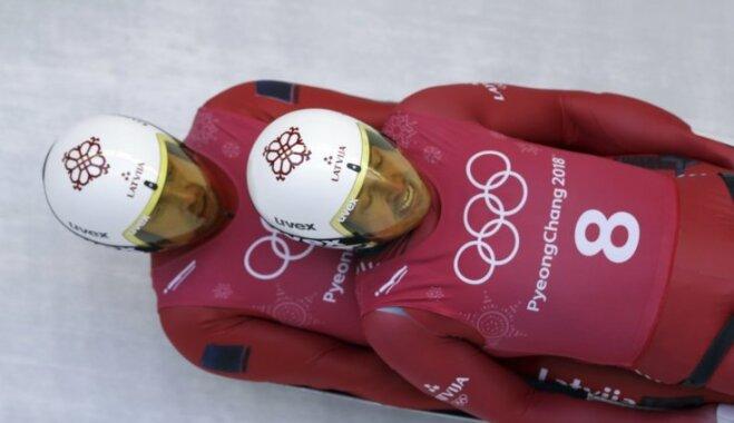 Латвийские экипажи саночников остались без медалей Игр: подвел первый заезд