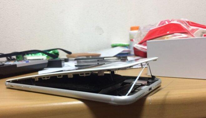 """ФОТО: Apple начала расследование случаев """"вспучивания"""" новых iPhone 8"""