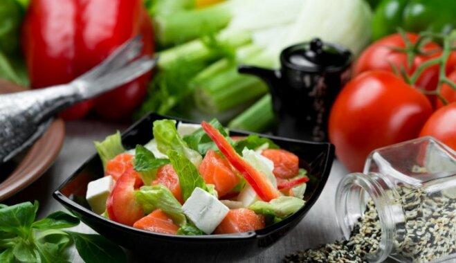 Салат с брынзой и семгой