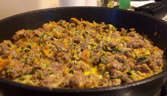 Maltās gaļas mērce ar dārzeņiem un saldo krējumu