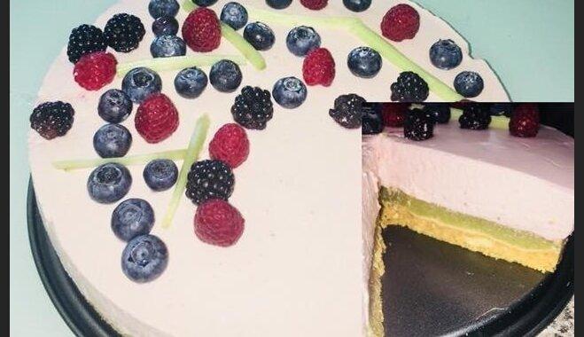 Простой ревенно-клубничный торт без выпечки