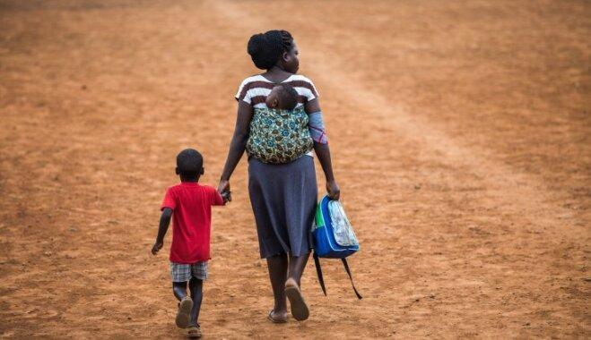 Kā mammas dažādās pasaules valstīs radina bērnus iet uz podiņa