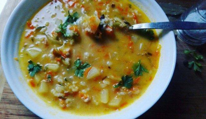 Ātrais rasoļņiks ar rīsiem un kūpinātu vistu