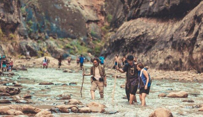 Foto: Latviešu ceļotāji izbrien iespaidīgā Cionas nacionālā parka upes taku