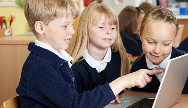 KP aicina nodrošināt skolēnu vecākiem iespēju skolas formas šūdināt arī pašiem