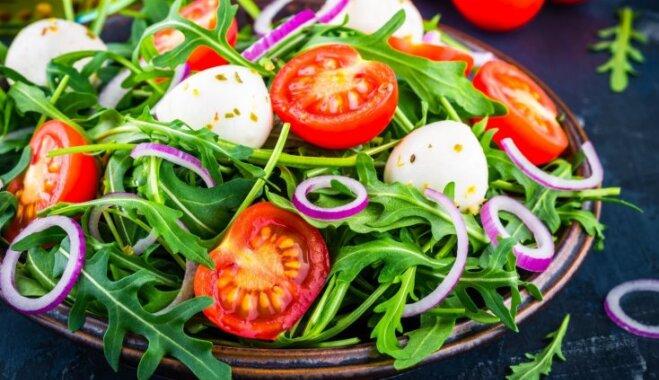 Svaigi, garšīgi un viegli – salāti ar rukolu: 10 receptes pavasarīgām brīvdienām