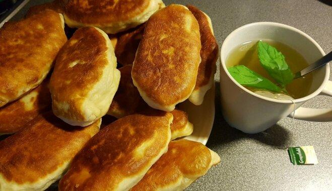 Gaisīga mīkla pannā ceptiem pīrādziņiem un to pildījumu varianti