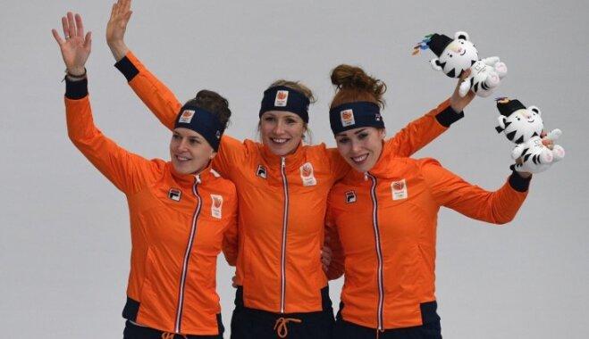 Nīderlandes ātrslidotājas dominē 3000 metru distancē