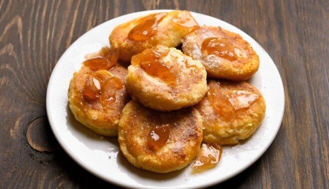 Mazās biezpiena - ābolu pankūkas