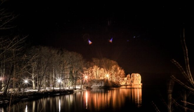 Foto: Romantiski izgaismotais Kokneses parks