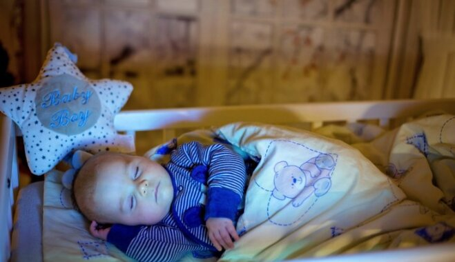 Salds miedziņš: deviņi noteikumi, kā iemācīt bērnam nogulēt visu nakti