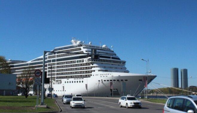 Foto: Kā izskatās uz milzīgā kruīza kuģa 'Magnifica'