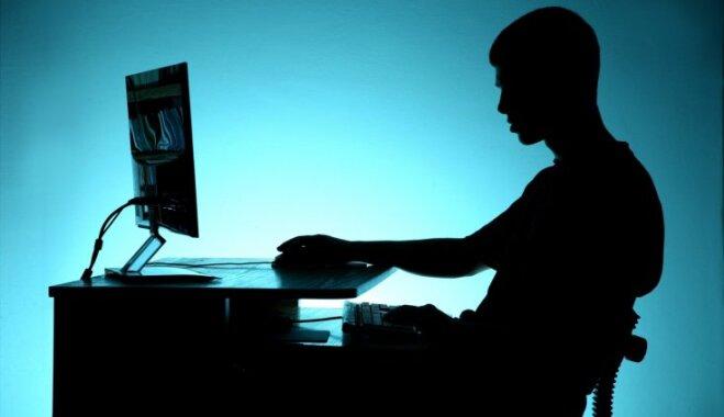 Aptauja: ar problēmsituācijām internetā jaunietis nereti cīnās viens