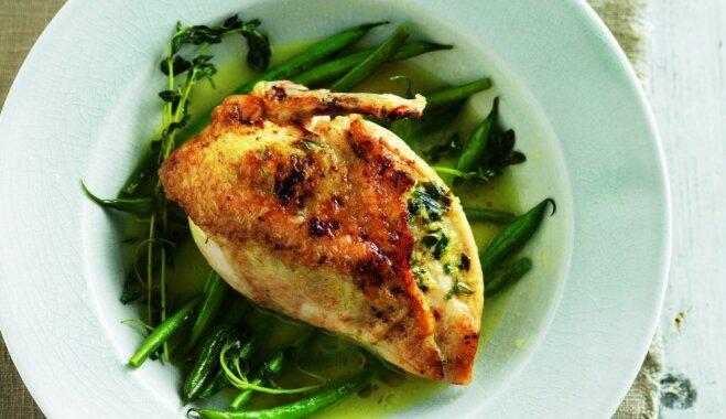 Cepeškrāsnī gatavotas vistas krūtiņas ar sautētām pākšu pupiņām
