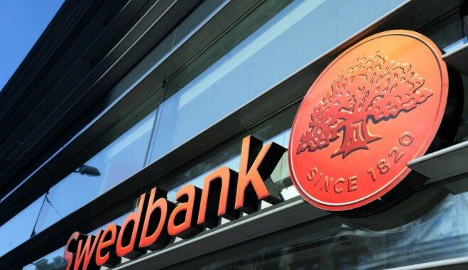 Mammas priecājas un vienlaikus 'rausta plecus' neziņā: banka kontā dubultā ieskaita 'bērnu naudu'