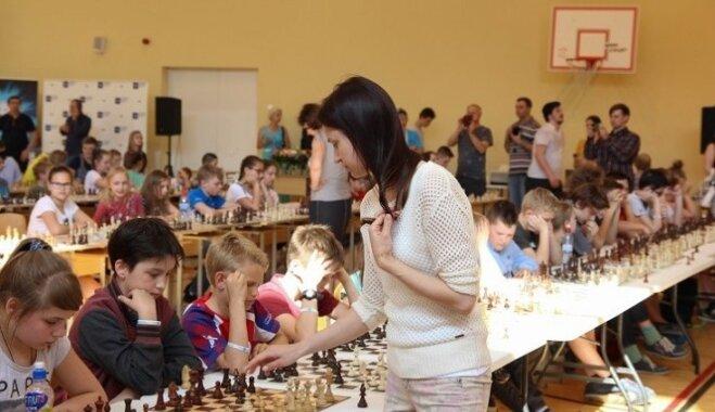 Skolu šaha olimpiādē galveno titulu guvis Rīgas 40. vidusskolas 10. klases skolēns Aleksandrs Brikers