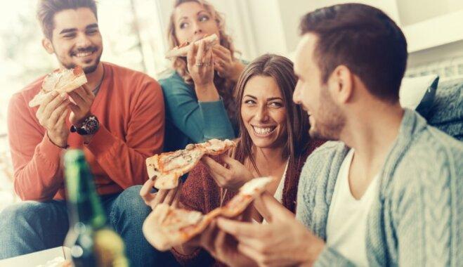 В холодильник не залезать, вай-фай не включать: 9 вещей, которые нельзя делать в чужом доме