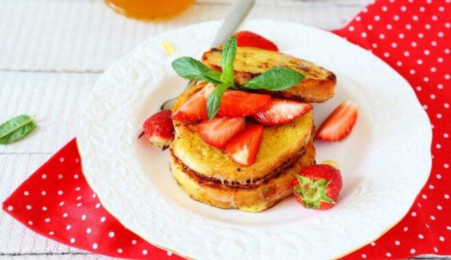 Astoņas karstas un sātīgas brokastmaizīšu receptes tavam rītam
