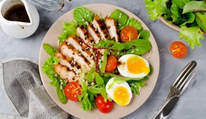 Figūrai draudzīgi vistas filejas salāti: 14 receptes vakariņām un līdzņemšanai
