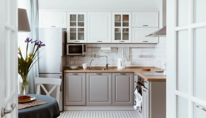 Atturīgais minimālisms: pieci padomi, kā ienest virtuvē skandināvu stila vēsmas