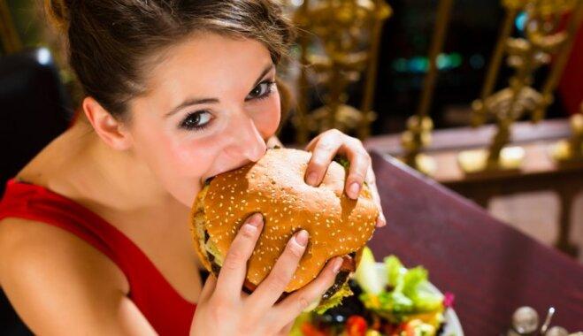 Или бургер, или дети: фастфуд доведет до бесплодия
