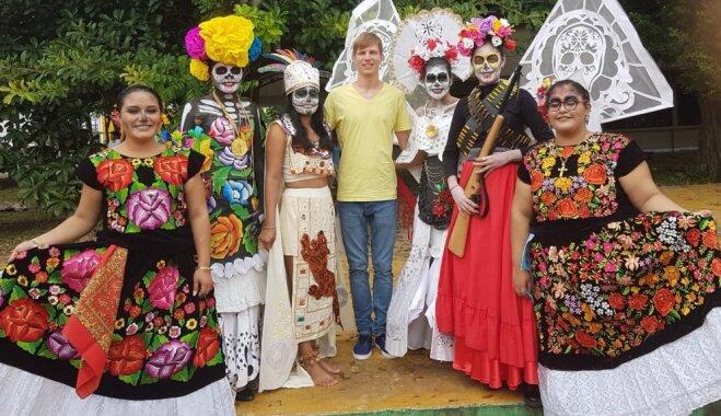 Nāves svinēšana, govju bēres un narkotiku dīleri – latvieša piedzīvojumi Meksikas mazpilsētā