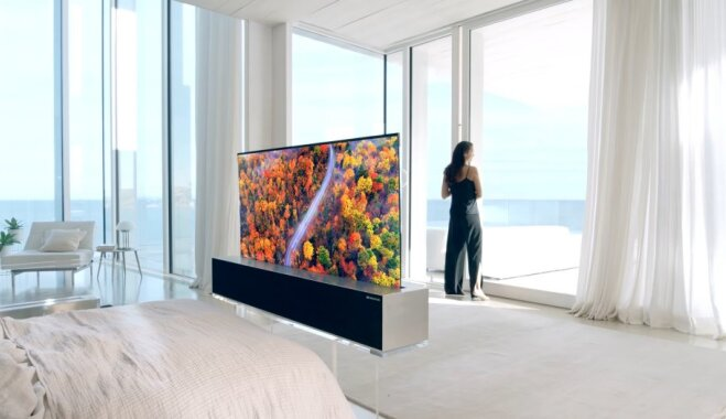 """""""Рулон обоев"""". LG представила серийный сворачивающийся телевизор с 65-дюймовым экраном (ВИДЕО)"""