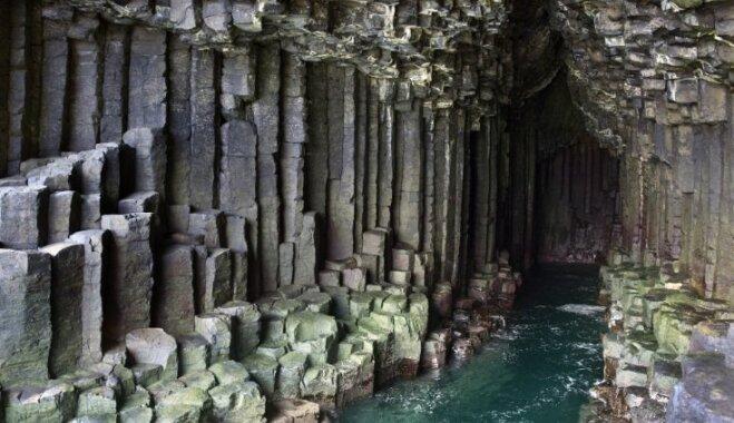 Brīnumaina ala Skotijā, kuru rotā savdabīgas klintis